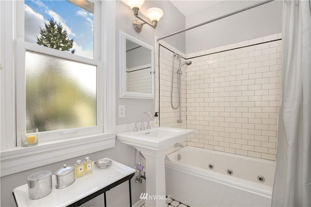 Sold Property   914 24th Avenue S Seattle, WA 98144 19