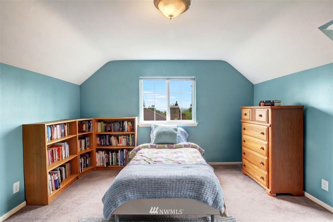 Sold Property   6826 43rd Avenue NE Seattle, WA 98115 11