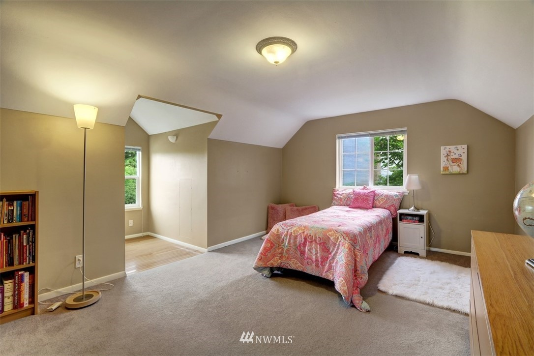 Sold Property   6826 43rd Avenue NE Seattle, WA 98115 12