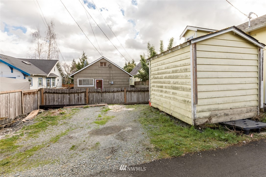 Sold Property | 2210 Rockefeller Avenue Everett, WA 98201 17