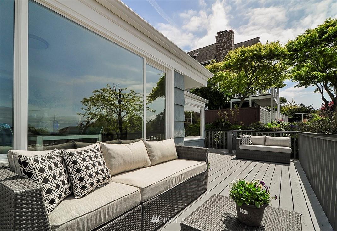 Sold Property | 6618 39th Avenue SW Seattle, WA 98136 3
