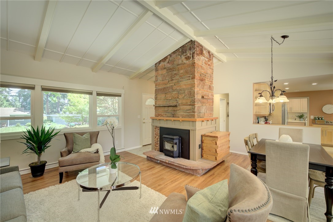 Sold Property | 10015 48th Avenue NE Seattle, WA 98125 2