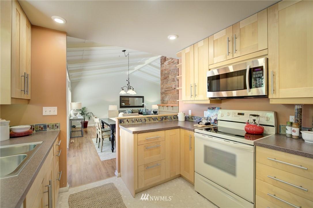 Sold Property | 10015 48th Avenue NE Seattle, WA 98125 8