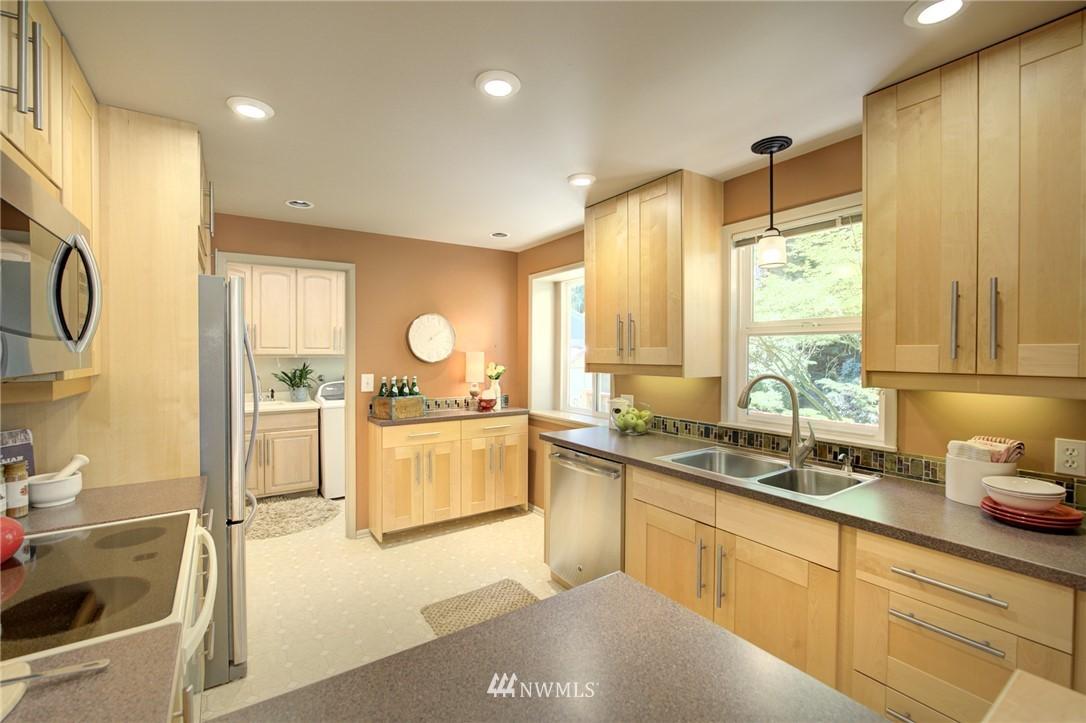 Sold Property | 10015 48th Avenue NE Seattle, WA 98125 9