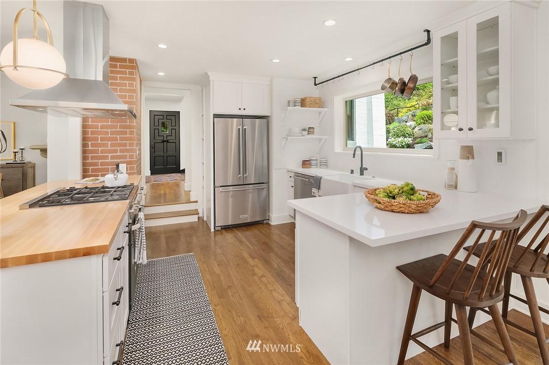 Sold Property   2500 Lake Park Drive S Seattle, WA 98144 9