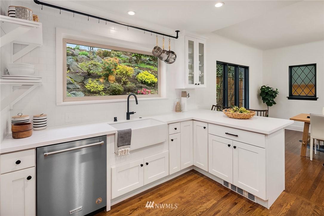 Sold Property   2500 Lake Park Drive S Seattle, WA 98144 10
