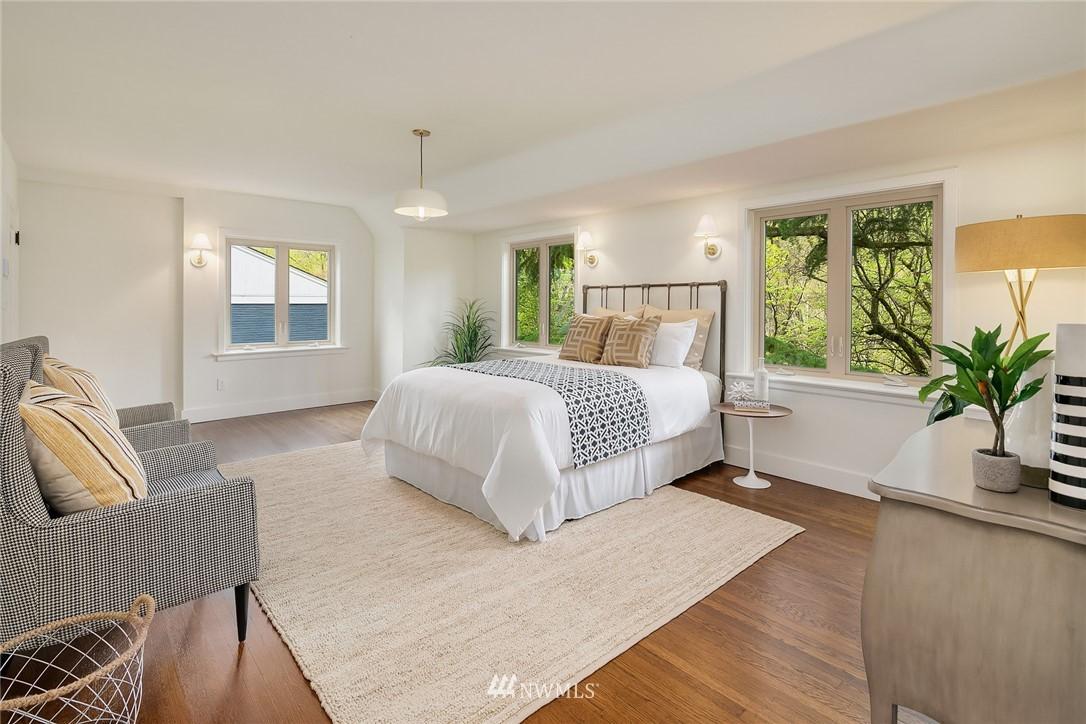 Sold Property   2500 Lake Park Drive S Seattle, WA 98144 15