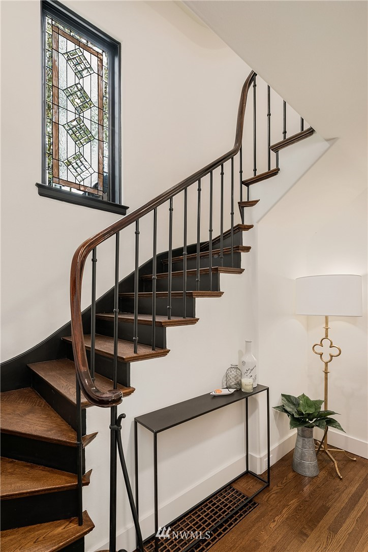 Sold Property   2500 Lake Park Drive S Seattle, WA 98144 4