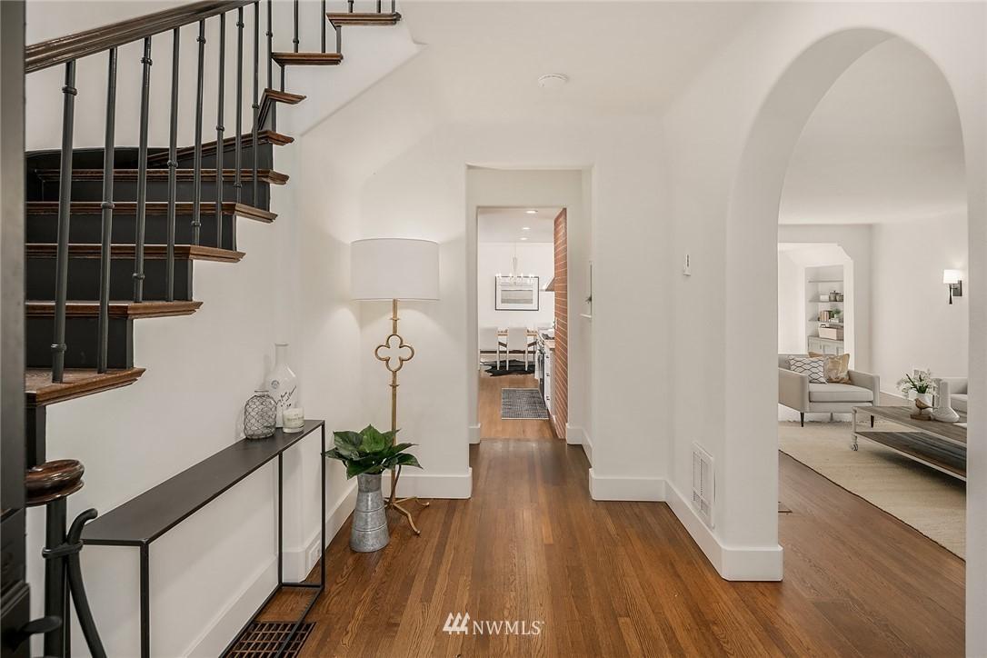 Sold Property   2500 Lake Park Drive S Seattle, WA 98144 3