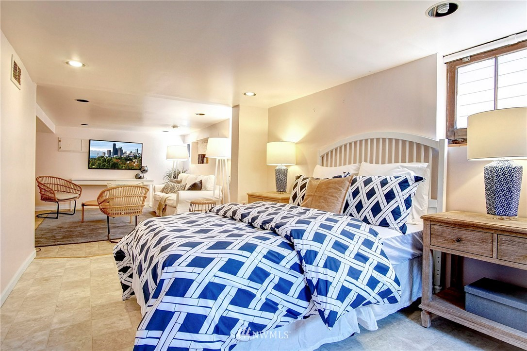 Sold Property | 4017 Midvale Avenue N Seattle, WA 98103 11