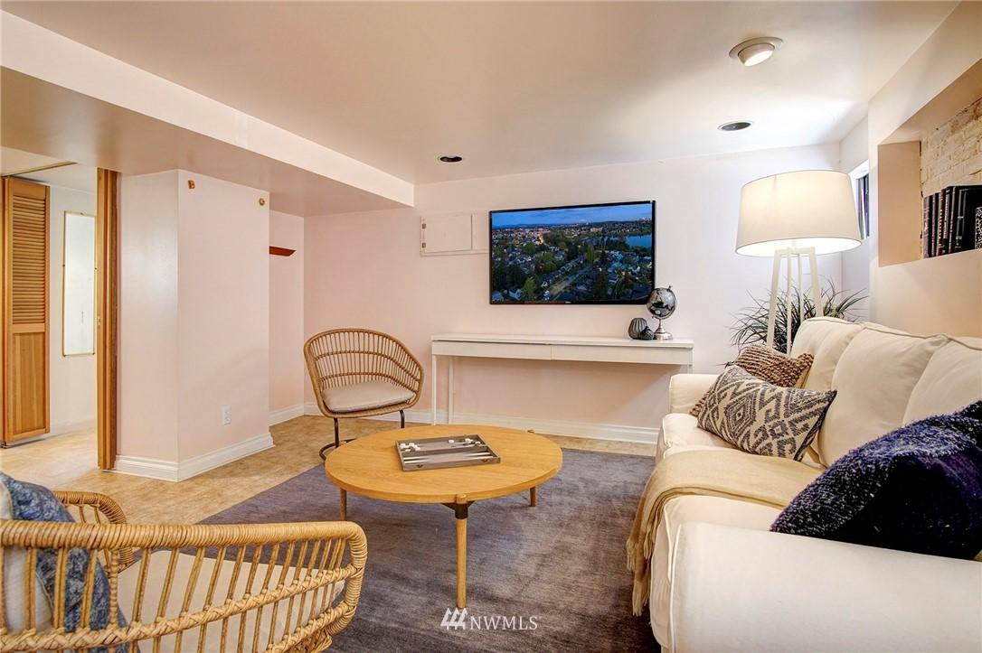 Sold Property | 4017 Midvale Avenue N Seattle, WA 98103 12