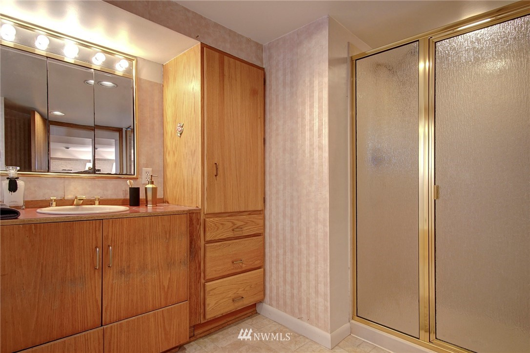 Sold Property | 4017 Midvale Avenue N Seattle, WA 98103 14