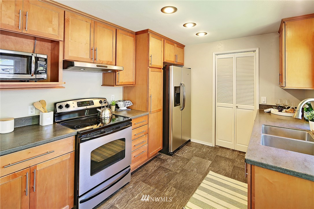 Sold Property | 19505 32nd Avenue NE Lake Forest Park, WA 98155 6