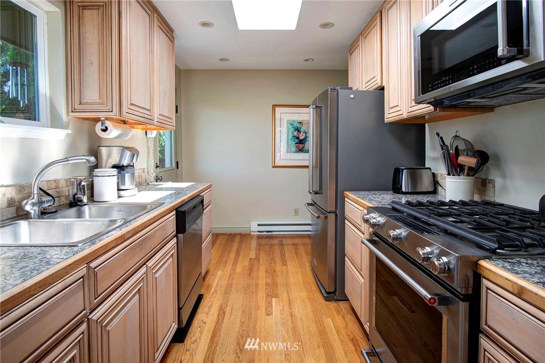 Sold Property | 8560 2nd Avenue NE Seattle, WA 98115 5
