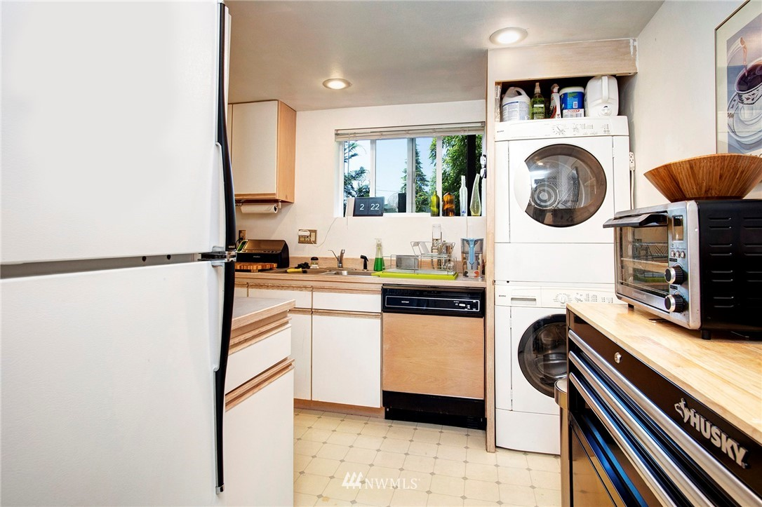 Sold Property | 8560 2nd Avenue NE Seattle, WA 98115 16