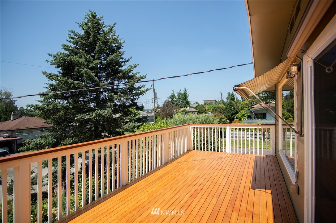 Sold Property | 8560 2nd Avenue NE Seattle, WA 98115 19