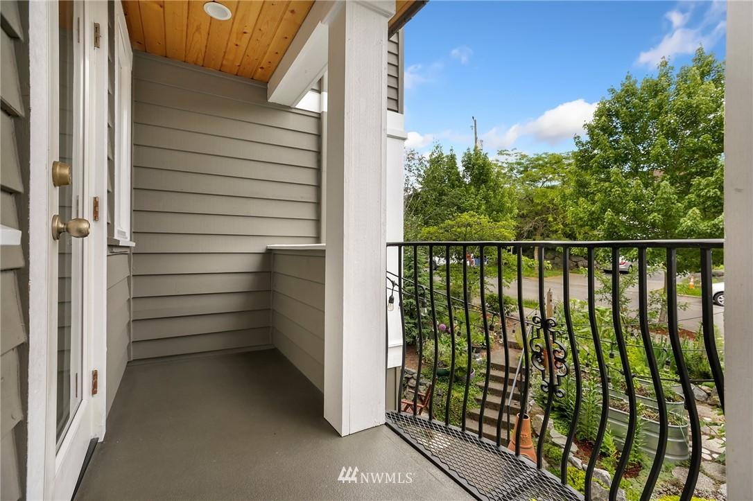 Sold Property | 117 17th Avenue #A Seattle, WA 98122 17