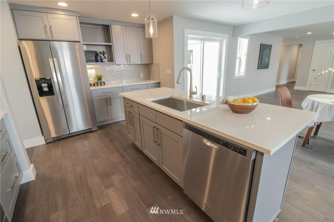 Sold Property | 819 NE 125th Street Seattle, WA 98125 6