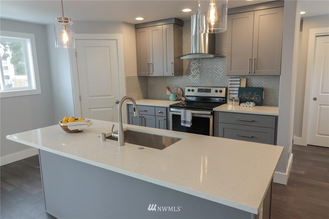 Sold Property | 819 NE 125th Street Seattle, WA 98125 7