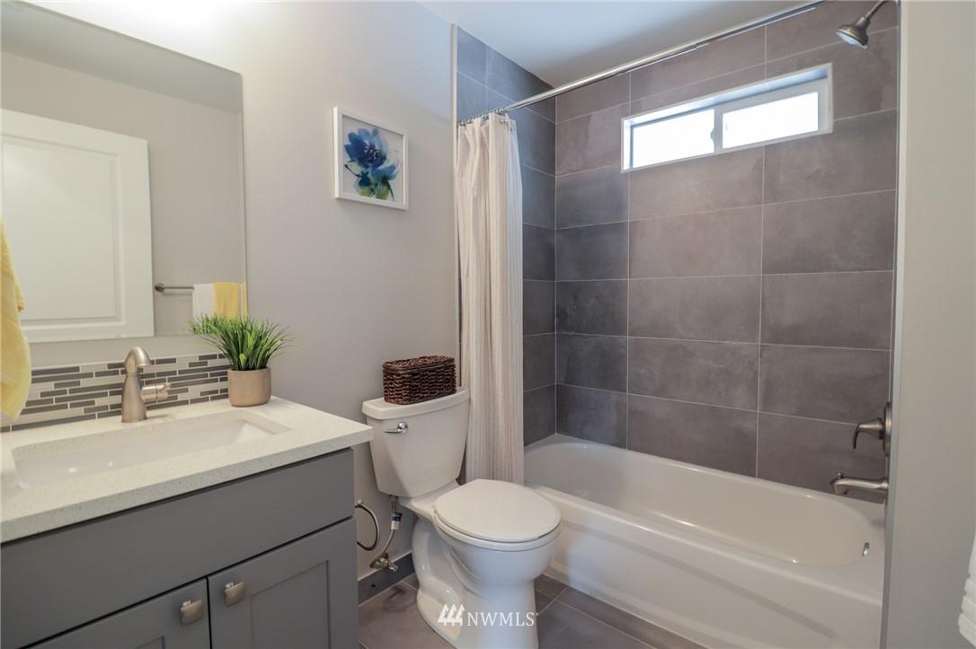 Sold Property | 819 NE 125th Street Seattle, WA 98125 10