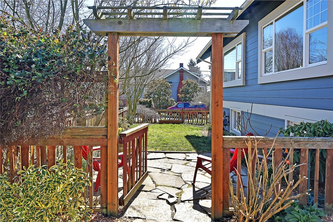 Sold Property   1202 NW 70th Street Seattle, WA 98117 16