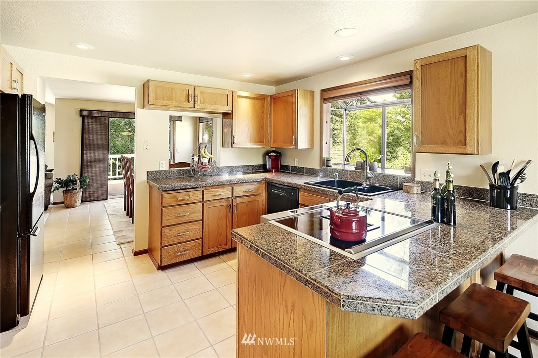 Sold Property | 9322 45th Avenue W Mukilteo, WA 98275 6