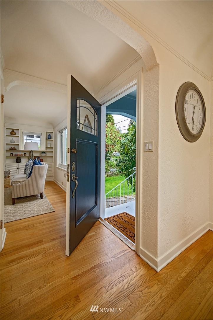 Sold Property | 3032 NE 91st Street Seattle, WA 98115 2