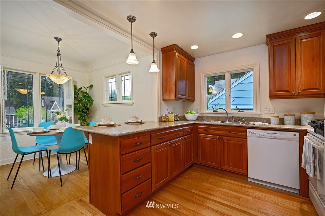 Sold Property | 3032 NE 91st Street Seattle, WA 98115 5