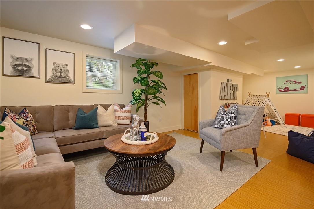 Sold Property | 3032 NE 91st Street Seattle, WA 98115 9
