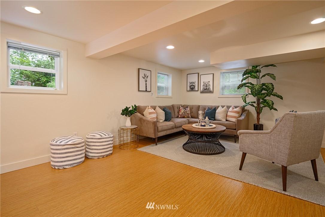 Sold Property | 3032 NE 91st Street Seattle, WA 98115 10