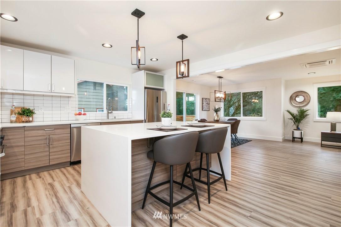 Sold Property   2014 NE 107th Street Seattle, WA 98125 4
