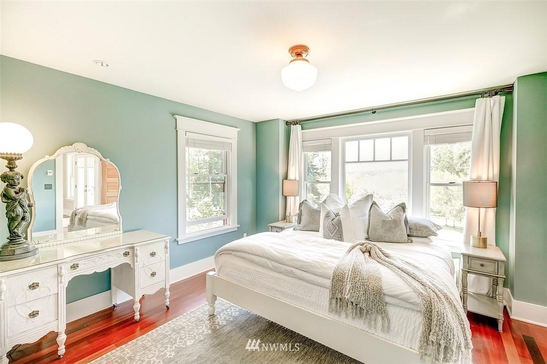 Sold Property   7612 E Green Lake Drive N Seattle, WA 98103 10