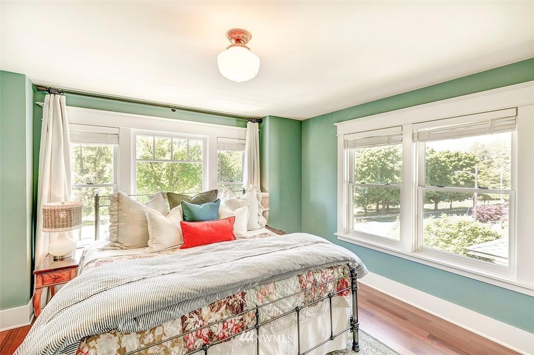 Sold Property   7612 E Green Lake Drive N Seattle, WA 98103 12