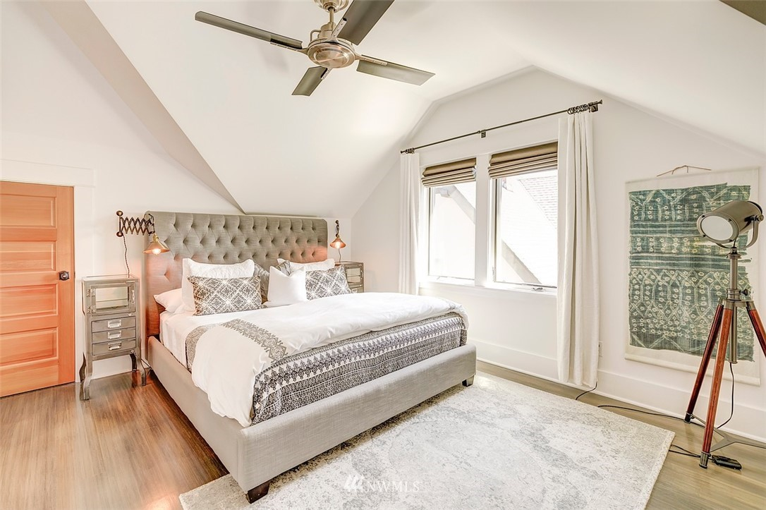 Sold Property   7612 E Green Lake Drive N Seattle, WA 98103 13