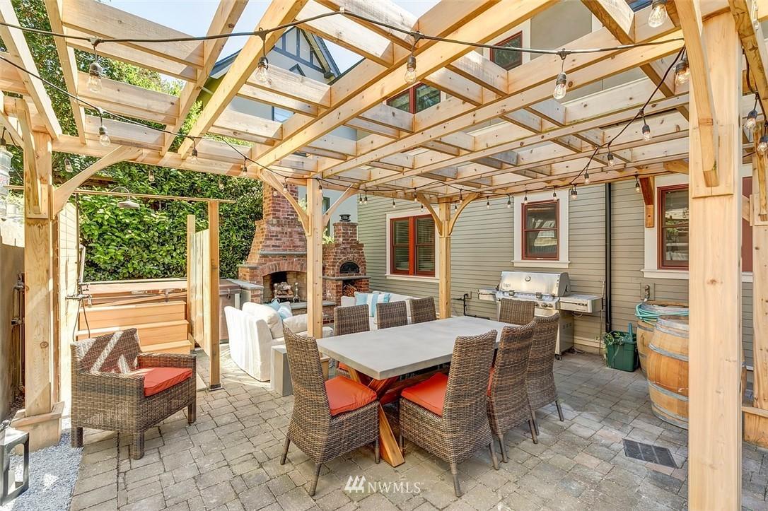 Sold Property   7612 E Green Lake Drive N Seattle, WA 98103 18