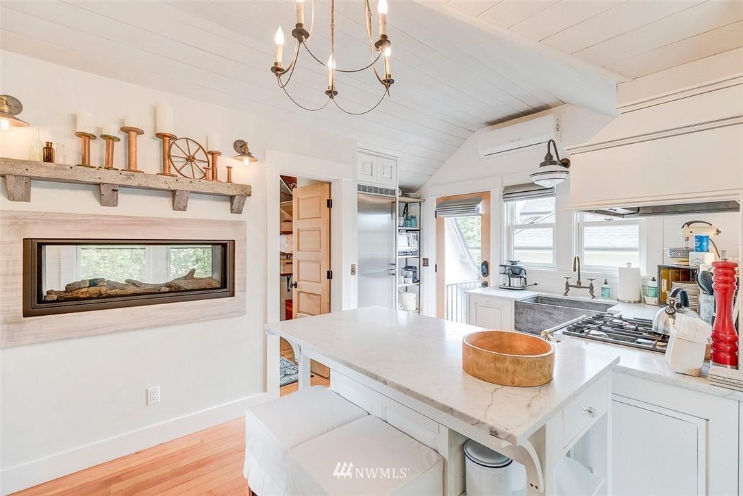 Sold Property   7612 E Green Lake Drive N Seattle, WA 98103 21