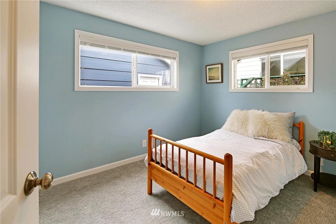 Sold Property   721 N 104th Street Seattle, WA 98133 10