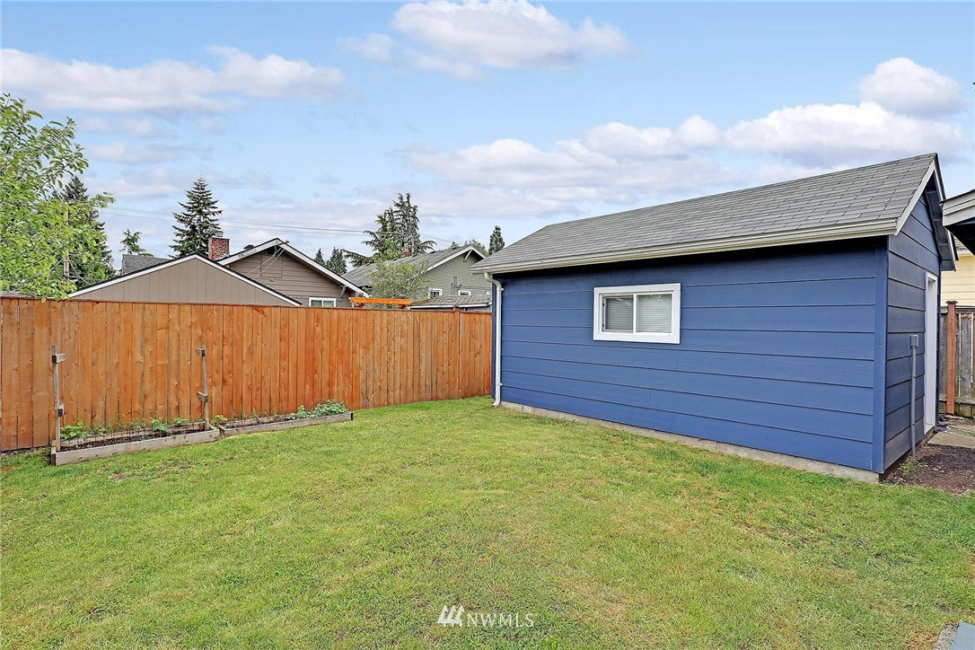 Sold Property   721 N 104th Street Seattle, WA 98133 13