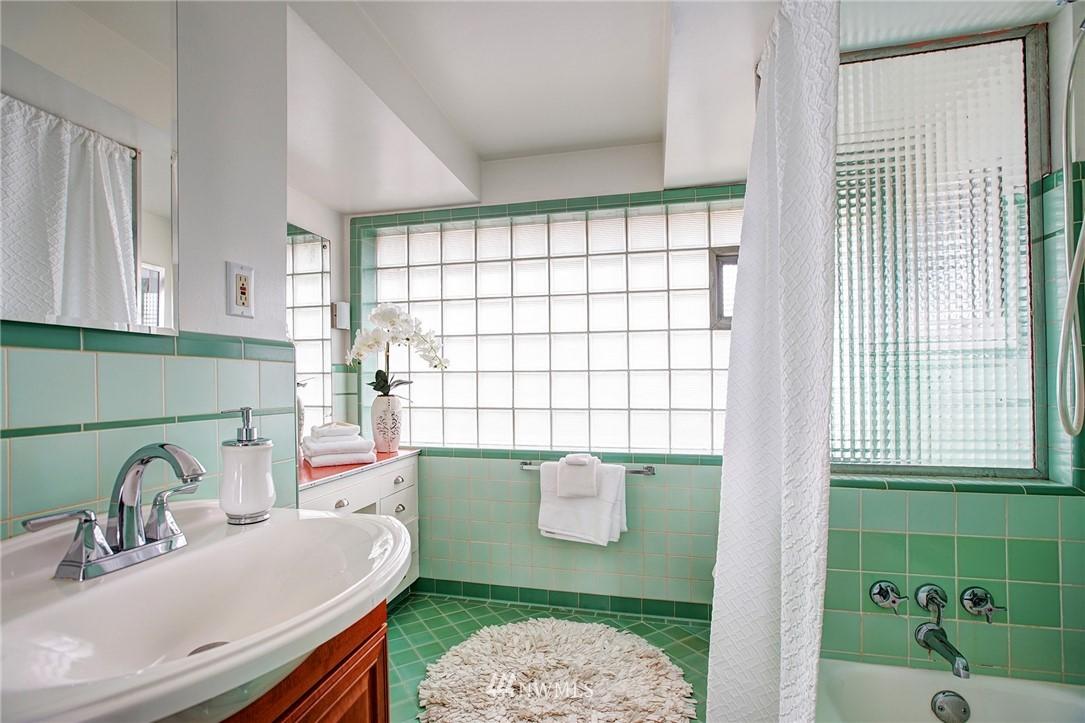 Sold Property   2316 S Spokane Street Seattle, WA 98144 16
