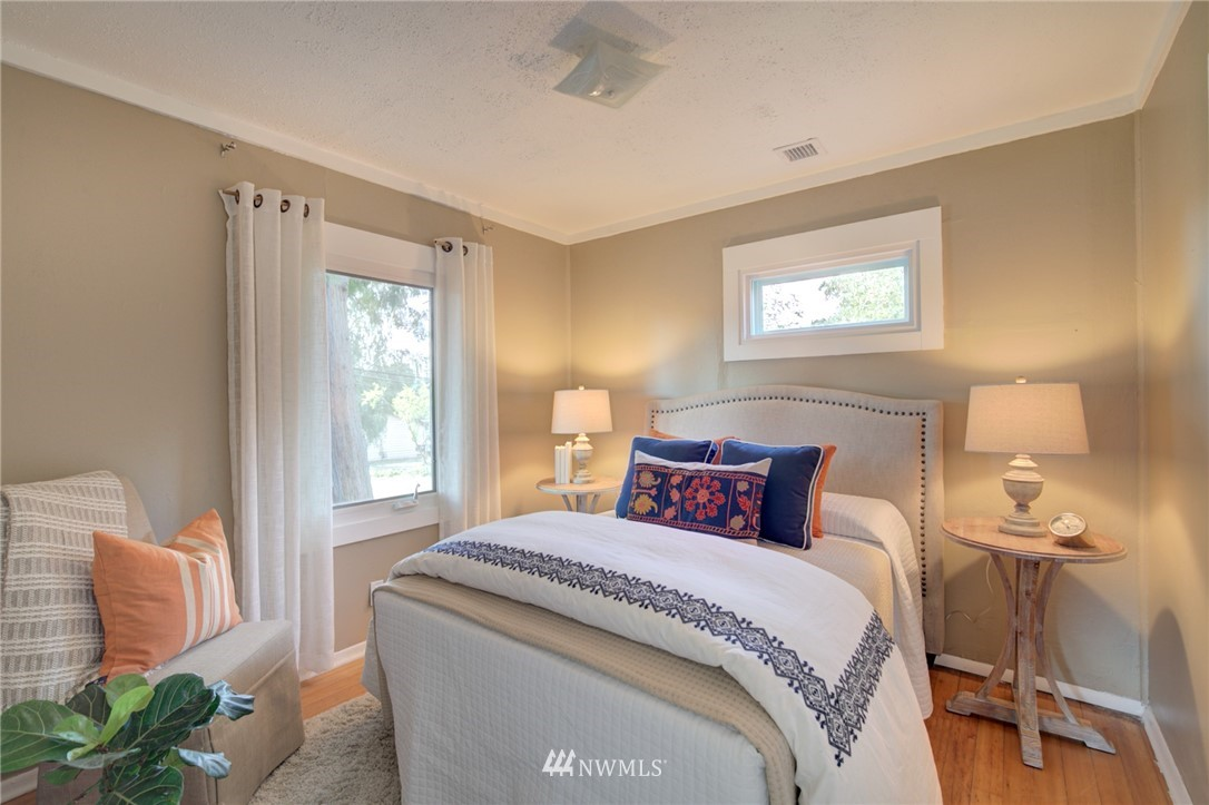 Sold Property | 1208 S 116th Street Seattle, WA 98168 9