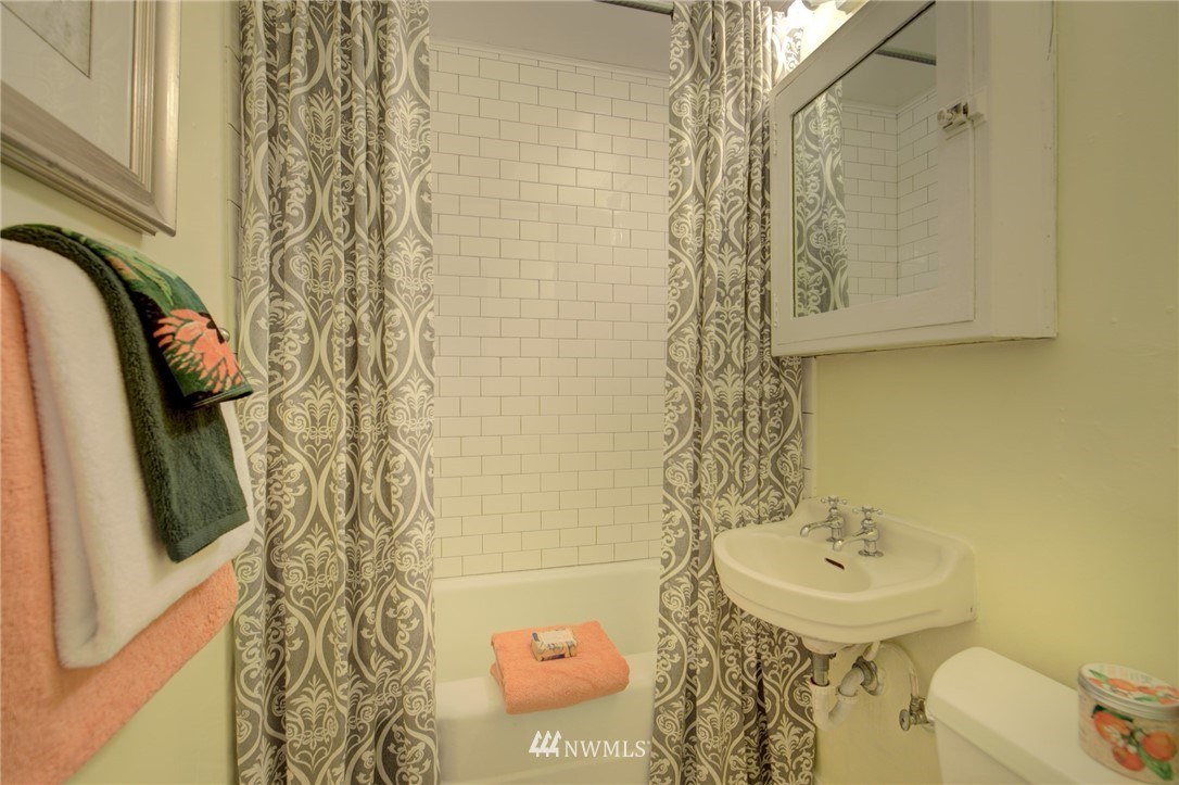 Sold Property | 1208 S 116th Street Seattle, WA 98168 11