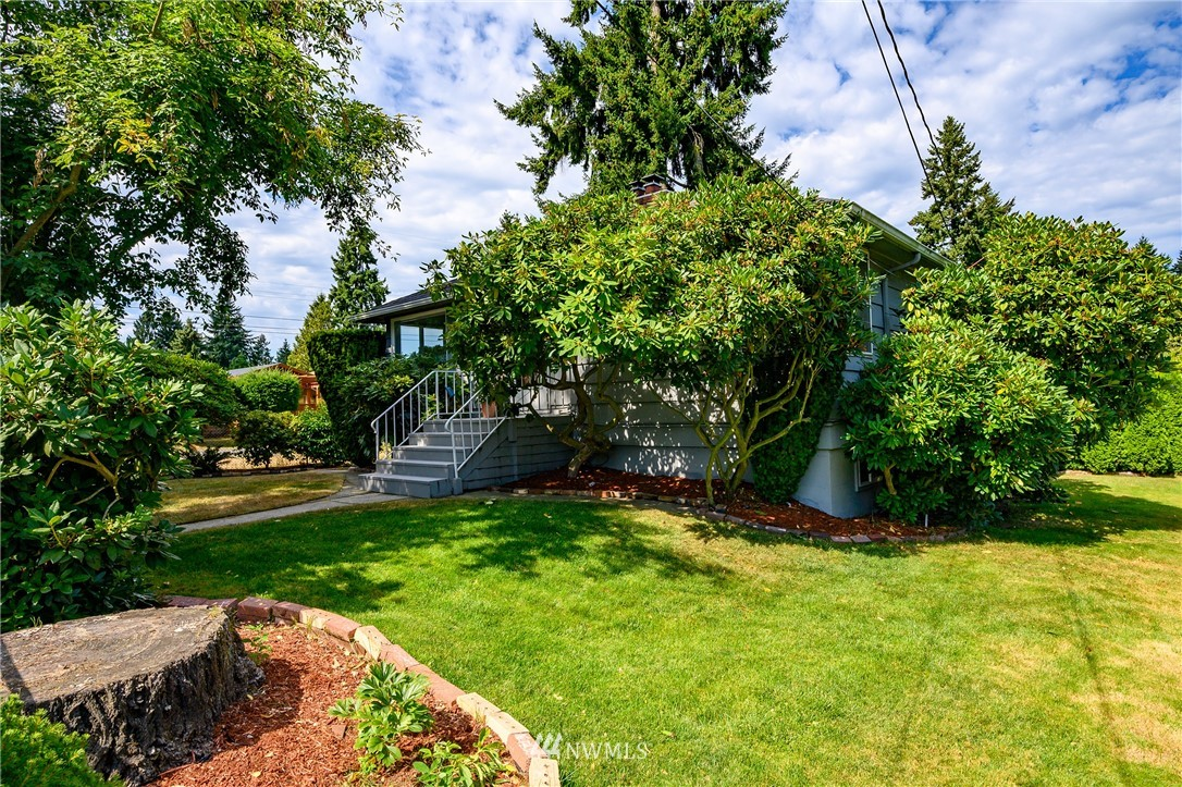 Sold Property | 2302 N 140th Street Seattle, WA 98133 2