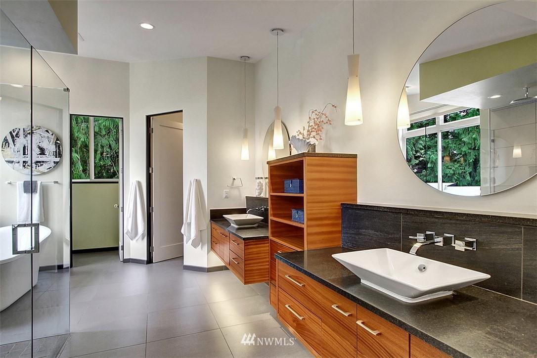 Sold Property | 1517 NE 102nd Street Seattle, WA 98125 12