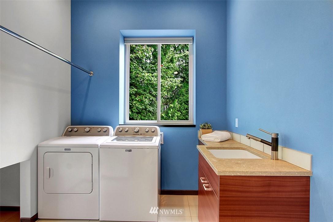 Sold Property | 1517 NE 102nd Street Seattle, WA 98125 16