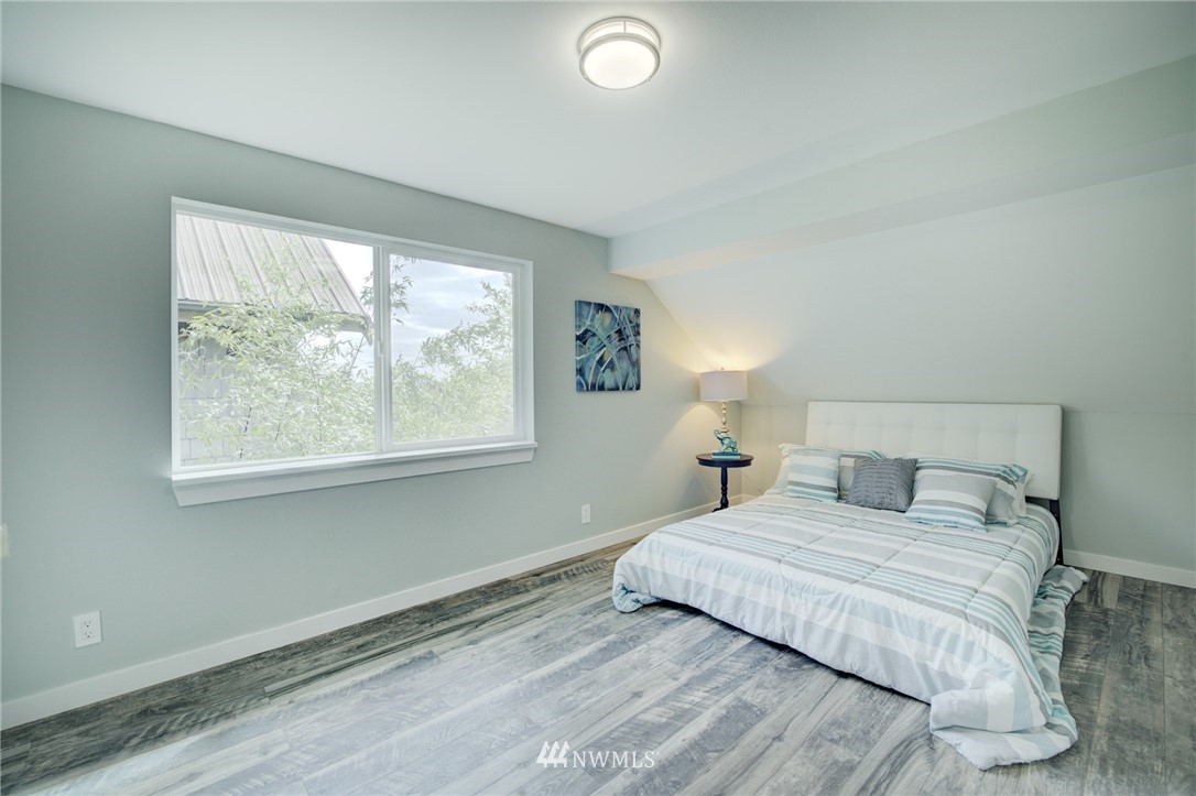 Sold Property | 7746 Sunnyside Avenue N Seattle, WA 98103 11
