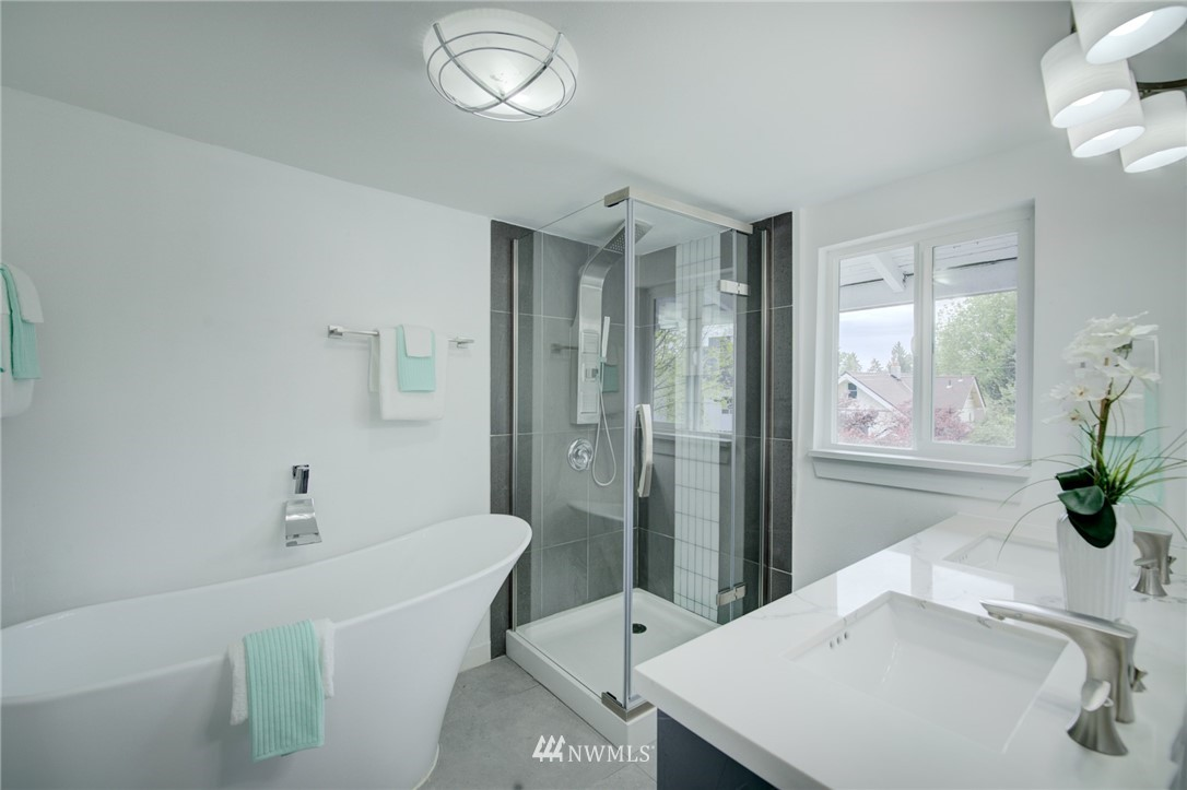 Sold Property | 7746 Sunnyside Avenue N Seattle, WA 98103 12