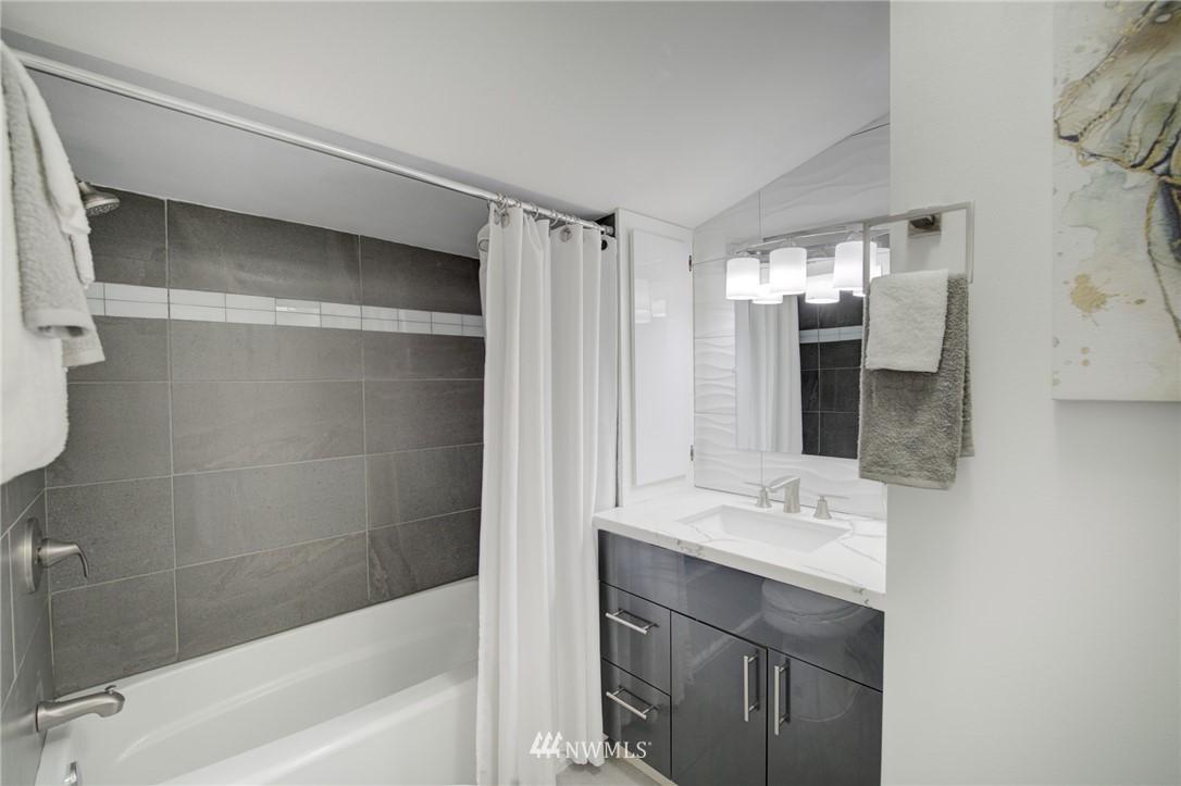 Sold Property | 7746 Sunnyside Avenue N Seattle, WA 98103 15