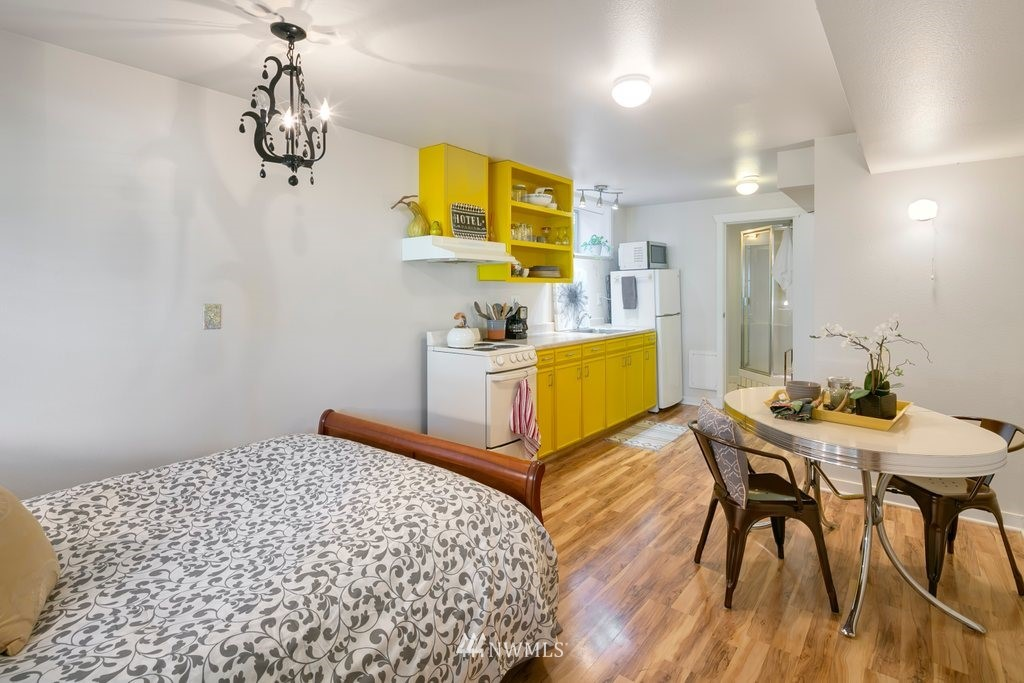 Sold Property | 8603 8th Avenue NE Seattle, WA 98115 21