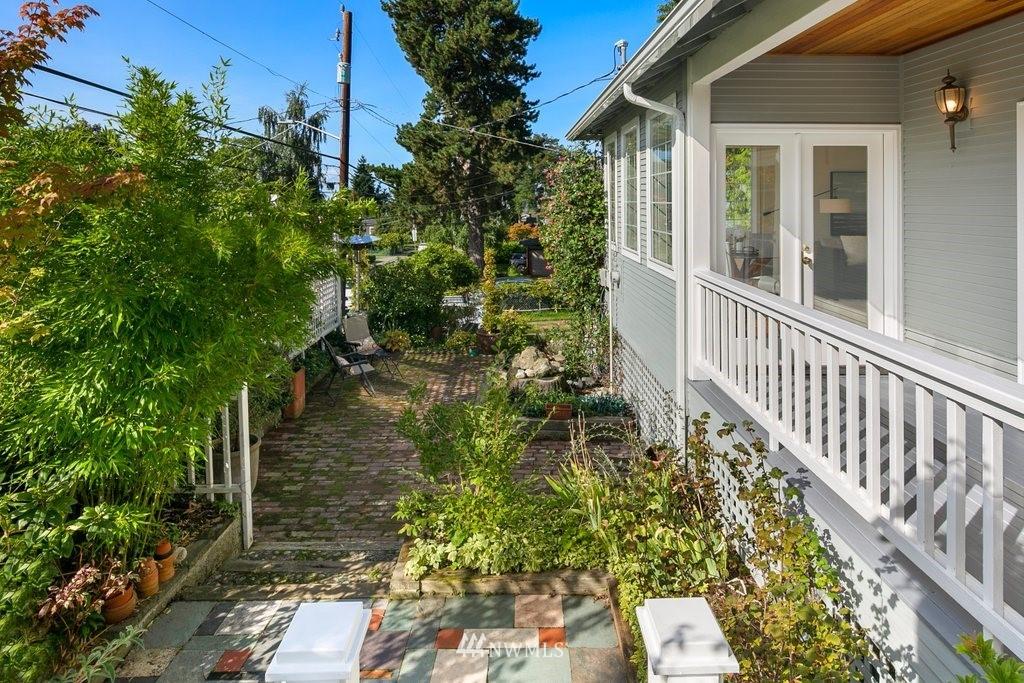 Sold Property | 8603 8th Avenue NE Seattle, WA 98115 6