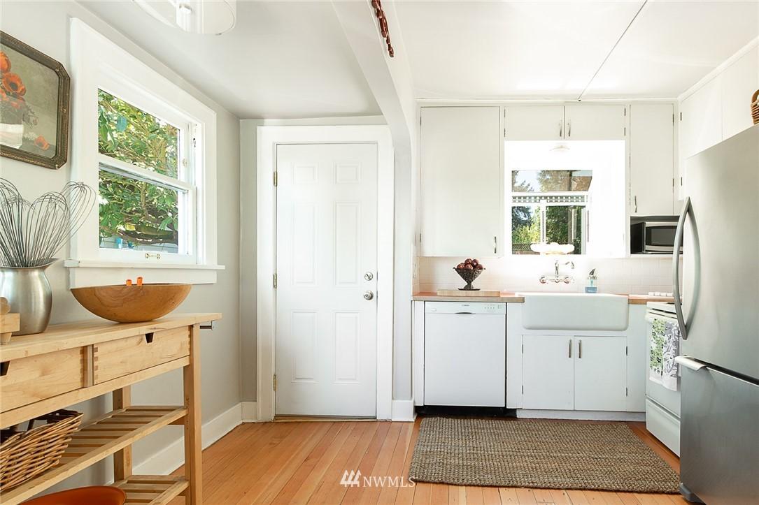 Sold Property   5015 S Alaska Street Seattle, WA 98118 8